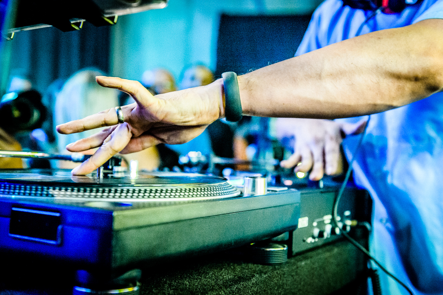 Mix Master Mike Live-4.jpg
