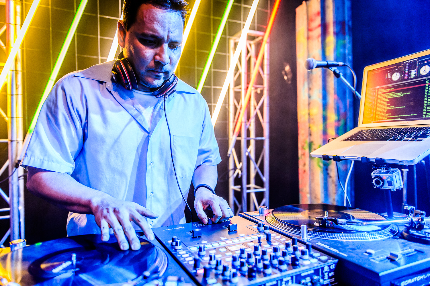Mix Master Mike Live-1.jpg