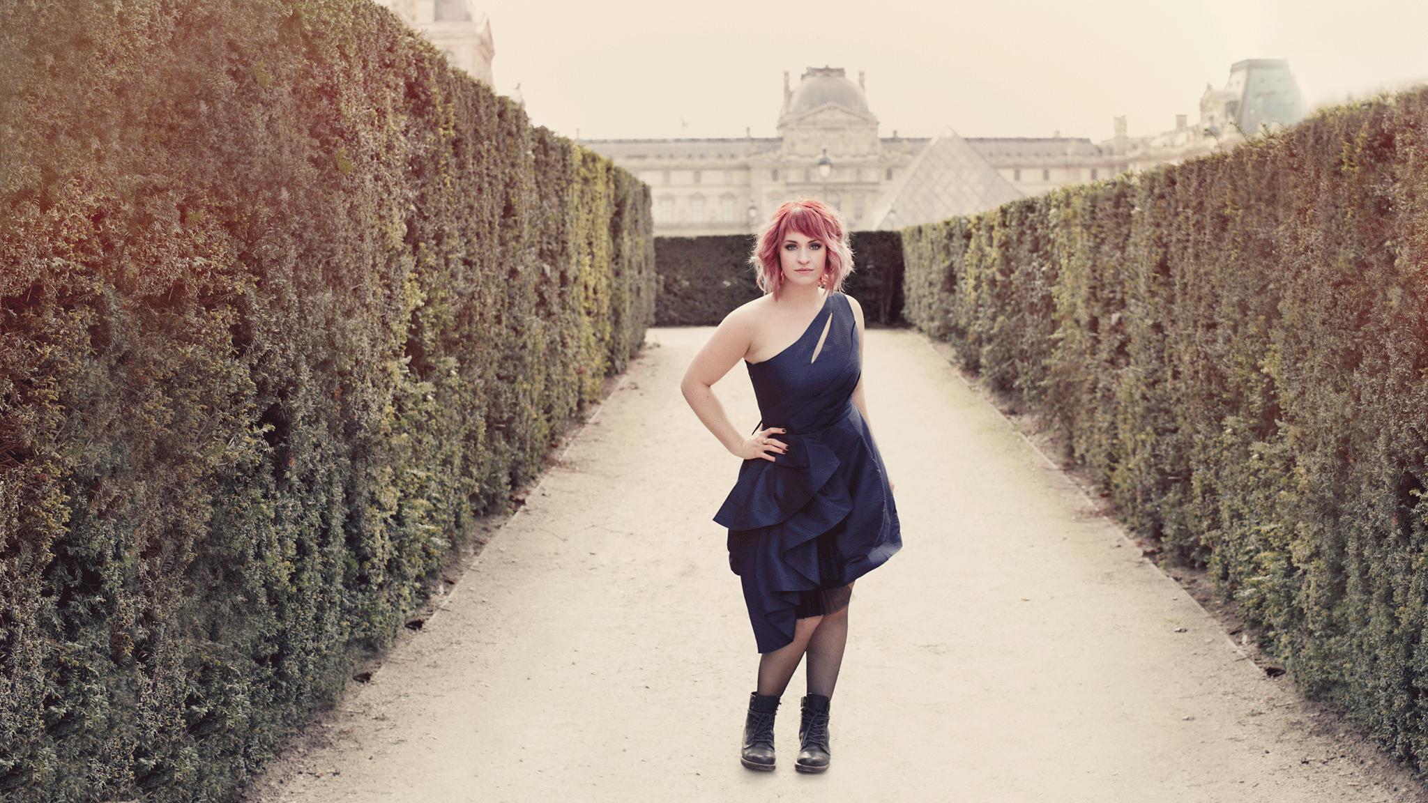 12-Charisse-Louvre.png