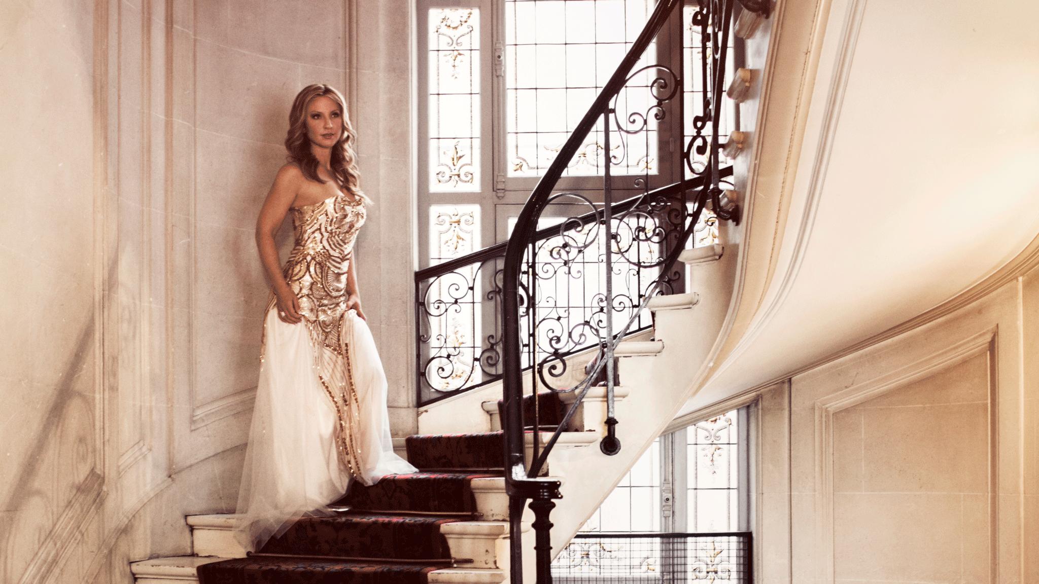 13-Rachel-Stairs.png