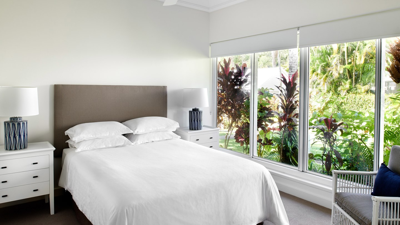 cnssi-king-guestroom-8653-hor-wide.jpg