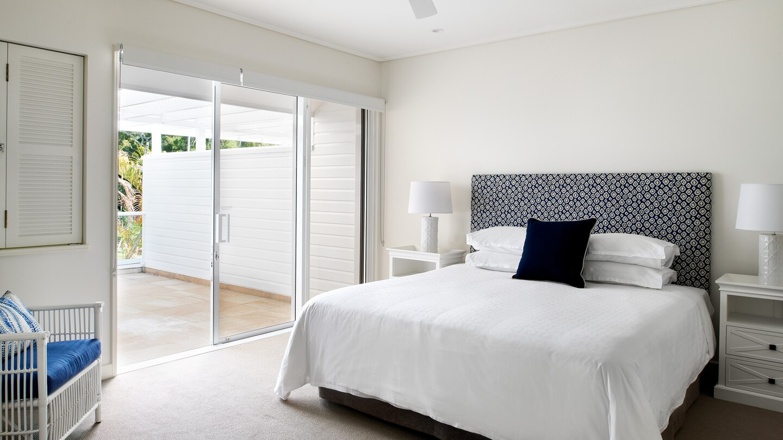 cnssi-king-guestroom-8650-hor-wide.jpg