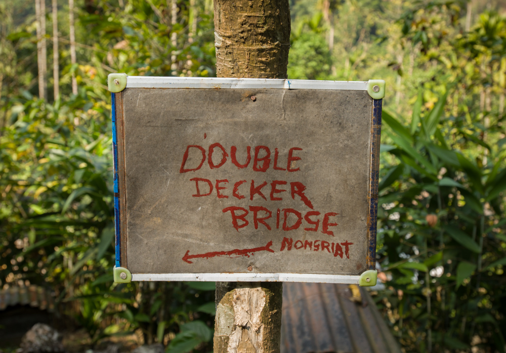 Sign to double decker bridge