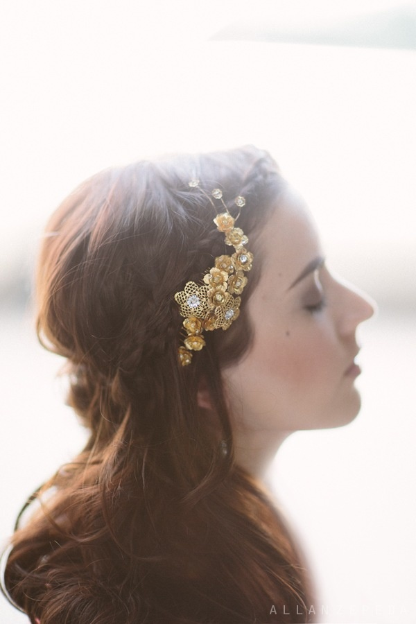 hushed commotion gold flower comb