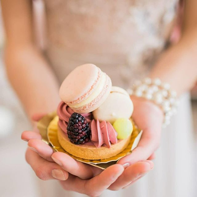 Why choose one dessert when you can have several in a perfect individual package?⠀⠀⠀⠀⠀⠀⠀⠀⠀ ⠀⠀⠀⠀⠀⠀⠀⠀⠀ ⠀⠀⠀⠀⠀⠀⠀⠀⠀ Photo via @white.watermelon.event.design⠀⠀⠀⠀⠀⠀⠀⠀⠀ Pastry:  @butteravenue⠀⠀⠀⠀⠀⠀⠀⠀⠀ ⠀⠀⠀⠀⠀⠀⠀⠀⠀ ⠀⠀⠀⠀⠀⠀⠀⠀⠀ ⠀⠀⠀⠀⠀⠀⠀⠀⠀ ⠀⠀⠀⠀⠀⠀⠀⠀⠀ ⠀⠀⠀⠀⠀⠀⠀⠀⠀ ⠀⠀⠀⠀⠀⠀⠀⠀⠀ #hushedcommotion #hushedcommotionbride #putabeltonit #weddinginspo #weddingplanning #weddingstyle #weddingideas #lovely #weddingdessert #happilyeverafter #weddinginspo #sweettablewedding #prettypinkpastry #pearlbracelet #durhamregionweddings #oshawaweddingplanner #uniqueweddingdress #pastry #ballerinaweddingdress #macaroon #weddingsweets #weddingaccessories #weddingjewelry #engagedaf #imgettingmarried #accessoriesdesigner #accessoriesdesign #howsweetitis #bride2be #bridalstyle