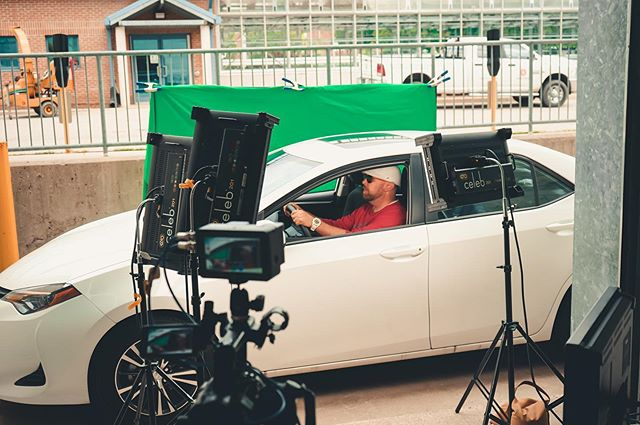 When lit properly, green screens can be such life savers! Especially for driving scenes🙌 Come rent out our green screens and show off your creativity with them!