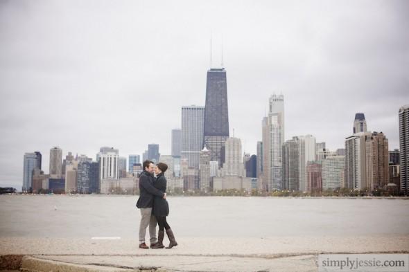 Rainy Chicago skylinea nd couple