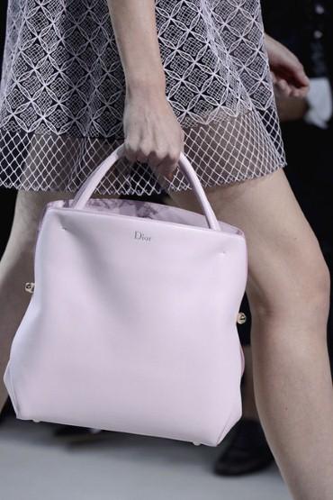 Dior_pink_handbag_2439218a.jpg