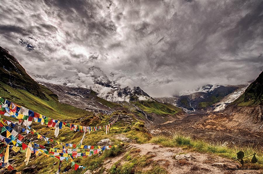 Bandiere della preghiera nel Santuario dell'Annapurna