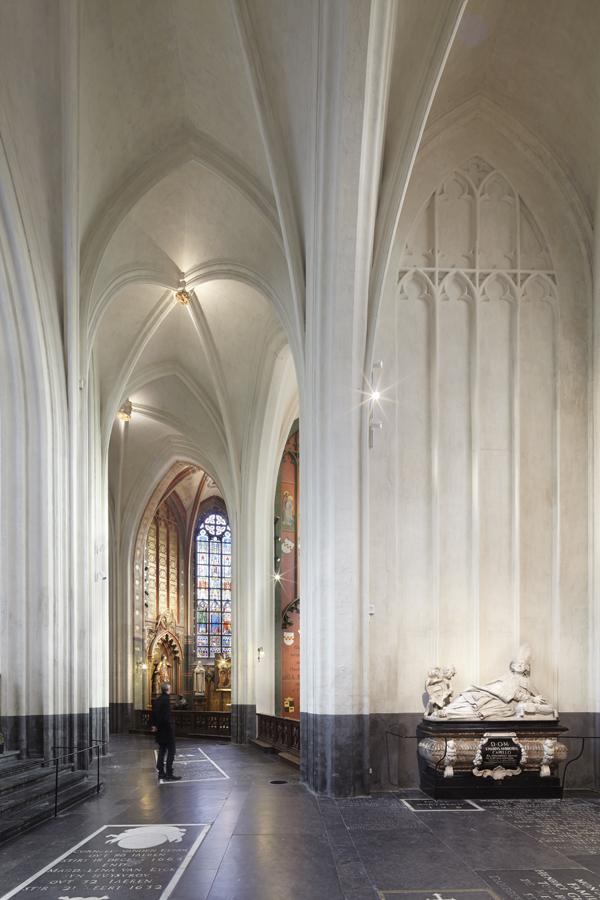 Liebfrauenkathedrale_ANTWERPEN_Chorgang_re.jpg