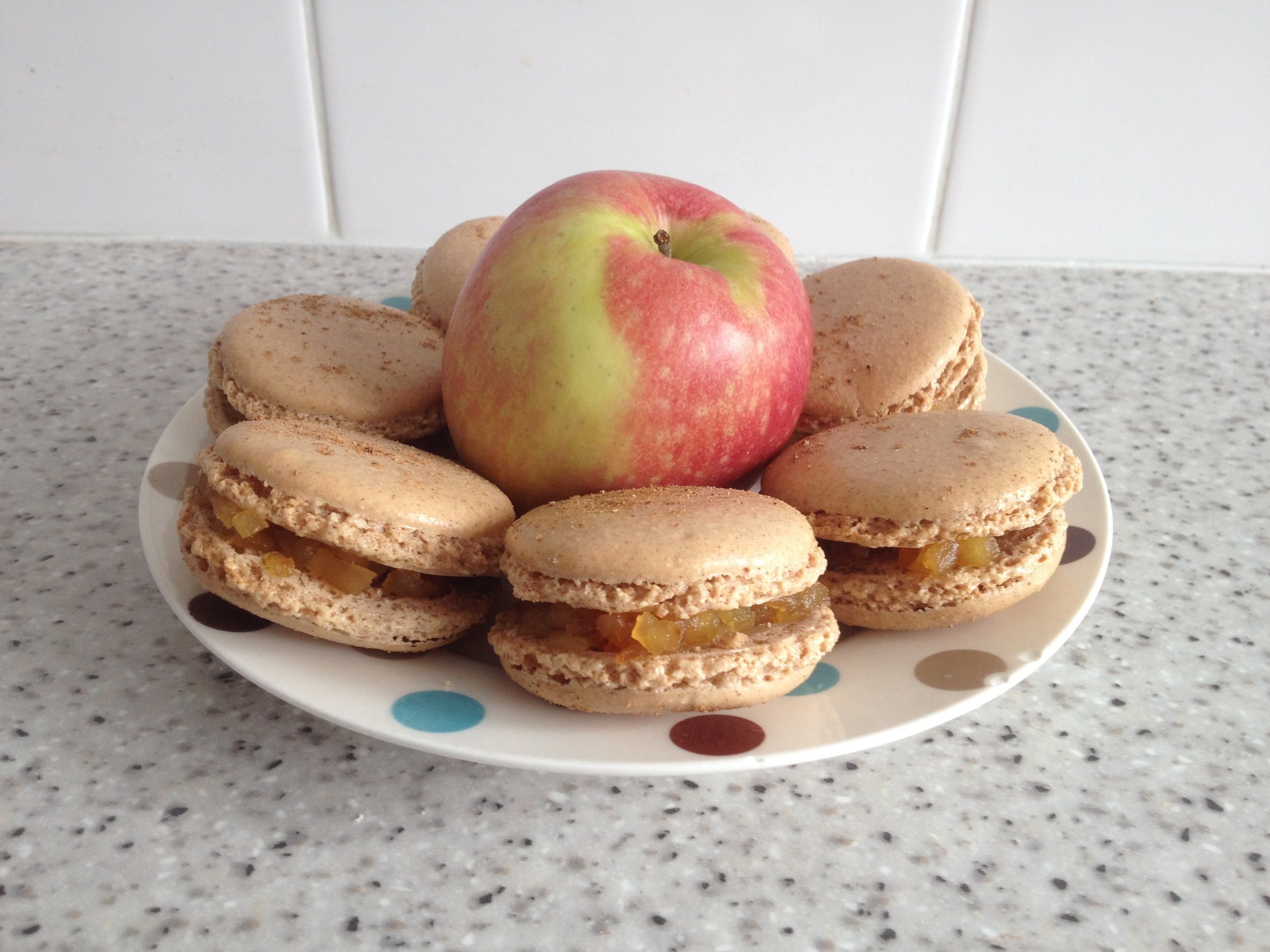 Apple pie macarons
