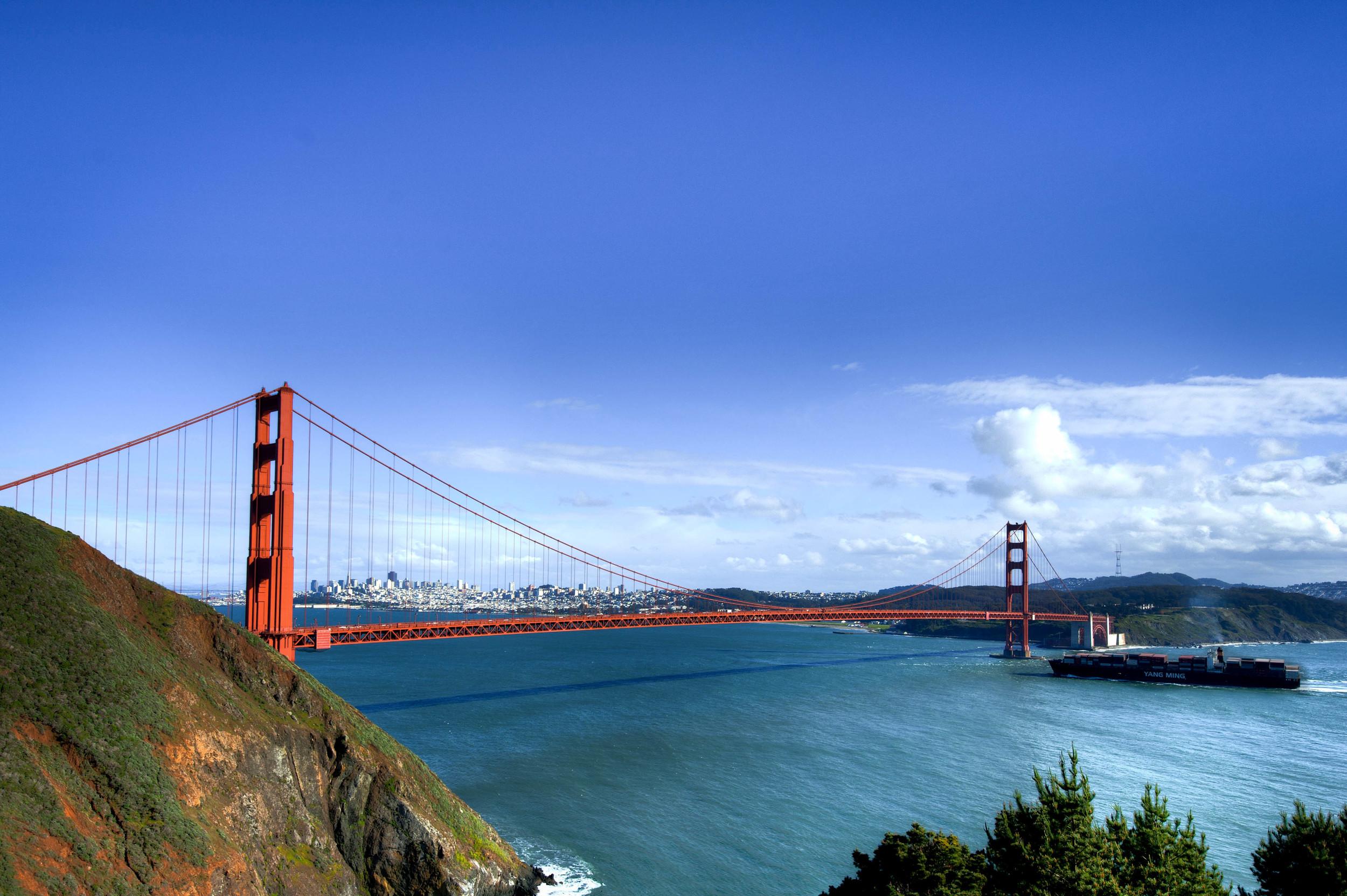Golden_Gate_Bridge_and_ship.jpg