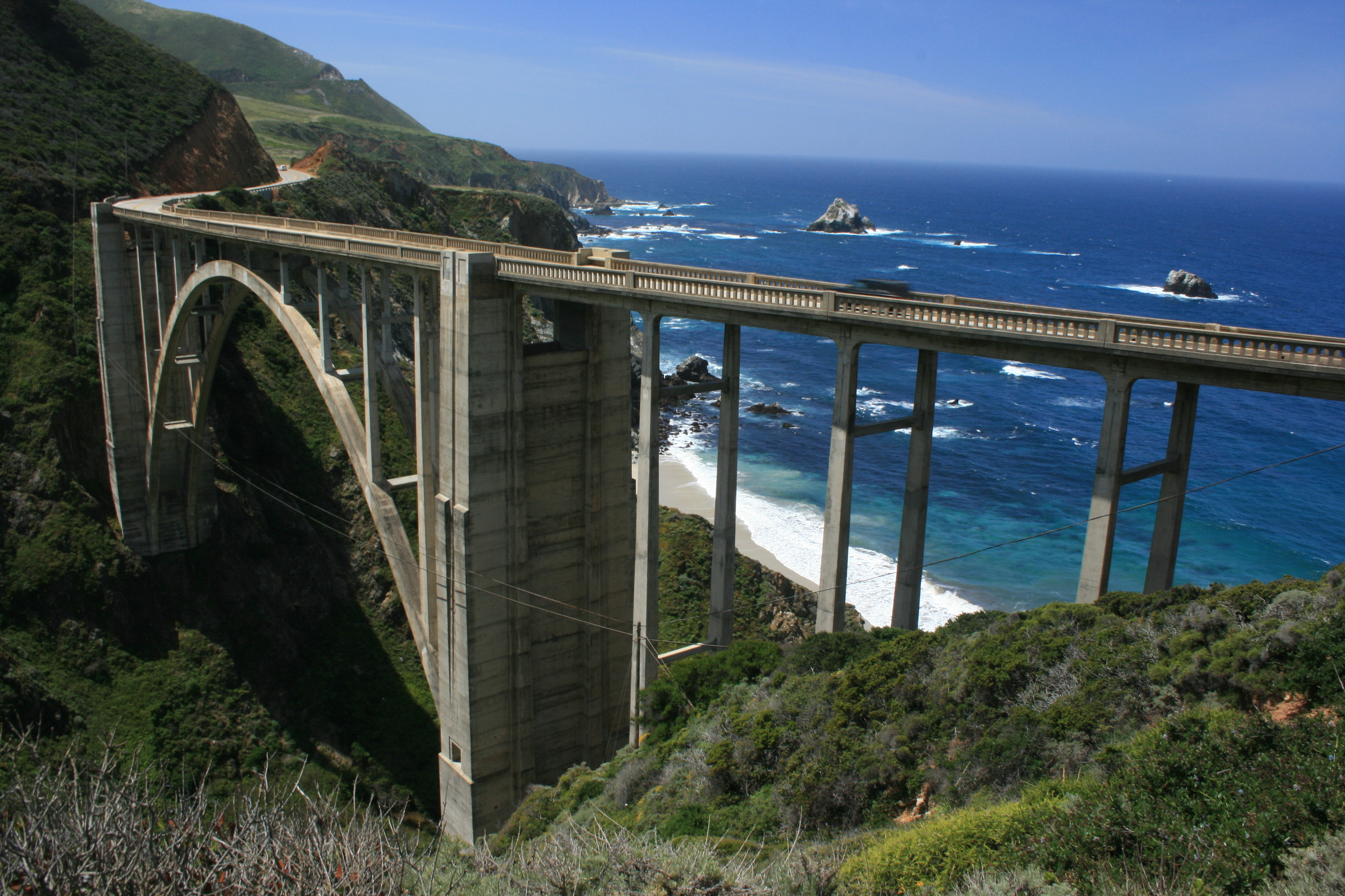 Bixby_Creek_Bridge,_The_Big_Sur,_California ian mcwilliams.jpg