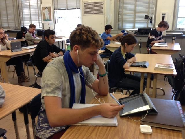 An AP French Student listens to French news on an iPad.