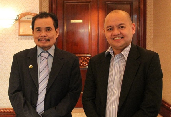 Moro Islamic Liberation Front chief negotiator Mohagher Iqbal and government chief negotiator Marvic Leonen (Photo: Office of the Presidential Adviser on the Peace Process)