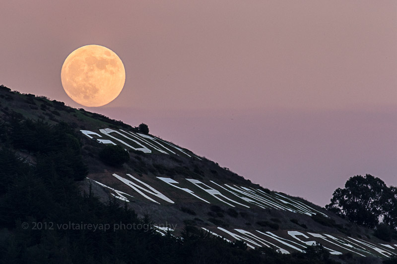 Moonrise over Sign Hill  (Photo by Voltaire Yap)