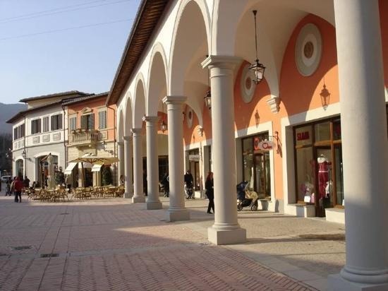 Barberino Outlet Mall.  (Source;  www.tripadvisor.it )
