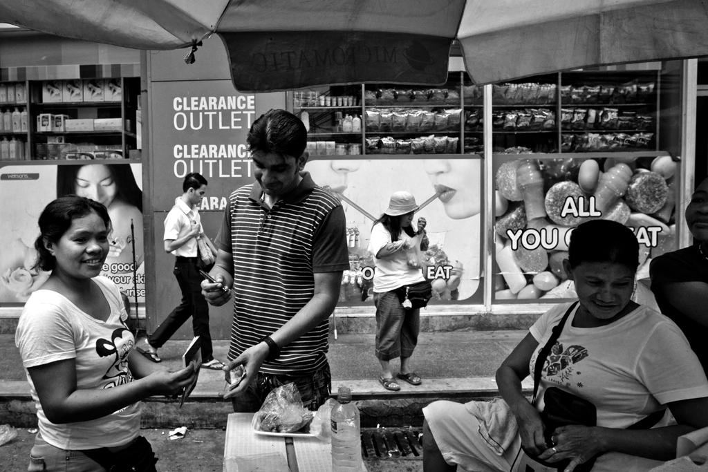Vendors of Quiapo  (Photo by Rick   Rocamora )