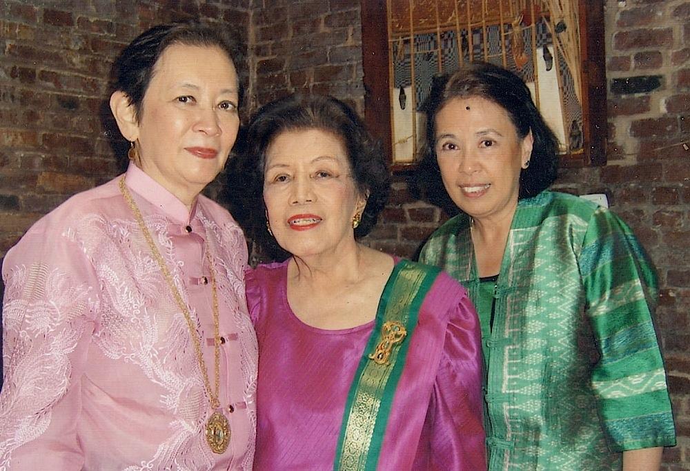 RosaryBenitez,Tita Helen,LycaBenitez-Brown(inNYC)