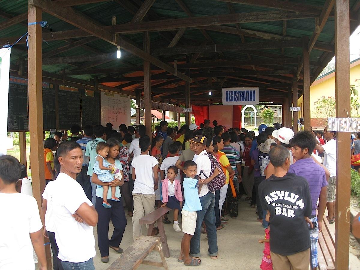 PatientswaitinginlineforregistrationatthemedicalmissionsiteinTaytay,Palawan. (PhotoscourtesyofTiagoVillanueva)