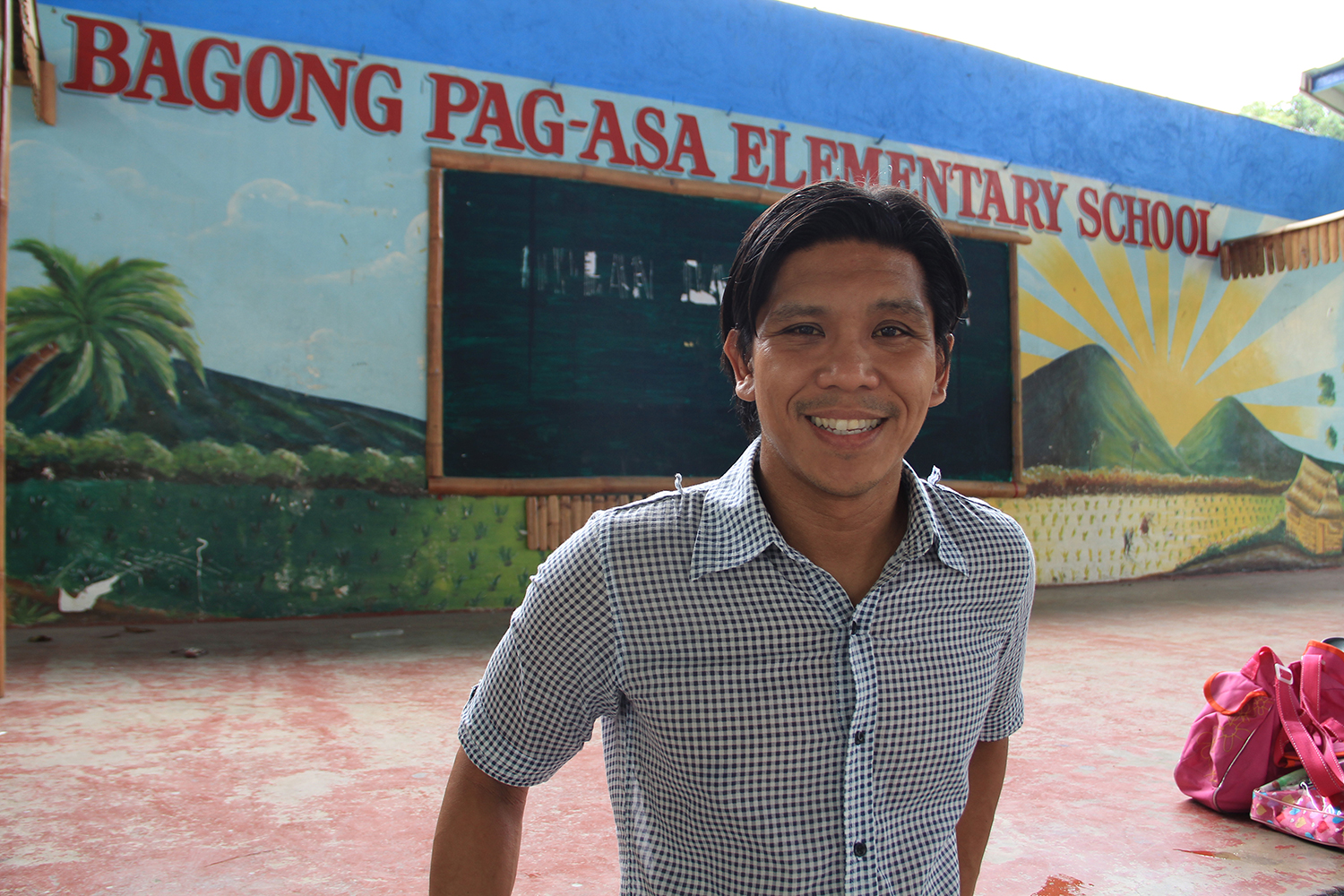 John Navarra, a Filipino American from Detroit, teaches third grade at Bagong Pag-asa Elementary School.  (Photo by Aurora Almendral)