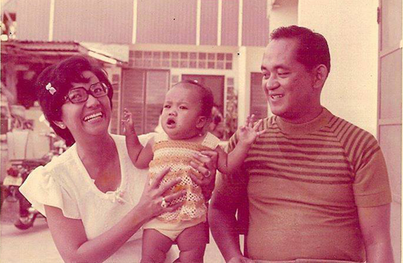 Charmaine (center) with mom, Nieves, and dad, Eliseo  (Source: facebook.com)