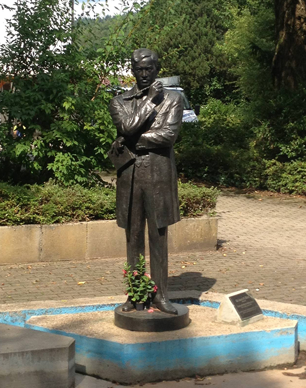 The statue in Wilhelmsfeld, Germany honoring Dr. Jose Rizal  (Photo courtesy of Tadeo Macaraeg)