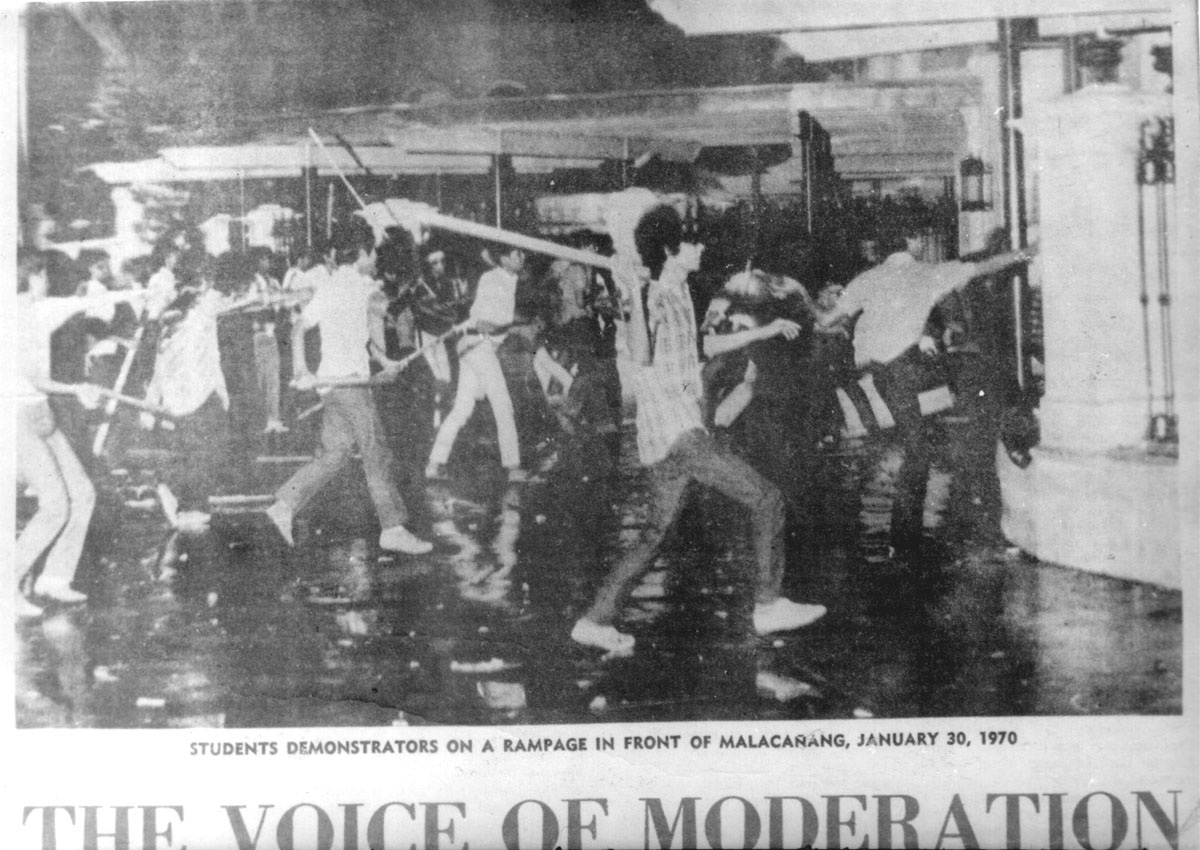 "The siege of Malacañang between activists and riot police  (Source: ""UG: An Underground Tale"" by Benjamin Pimentel)"