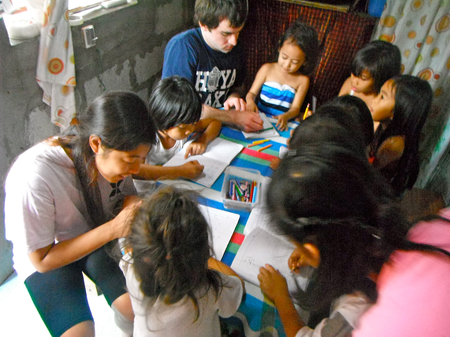 American students with Casa Bayanihan live in an underprivileged community in Metro Manila to learn about a different culture.  (Photo courtesy of Casa Bayanihan)