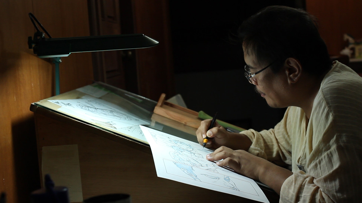 Gerry Alanguilan inking an issue of Spider-Man (Photo courtesy of Pepper Marcelo)