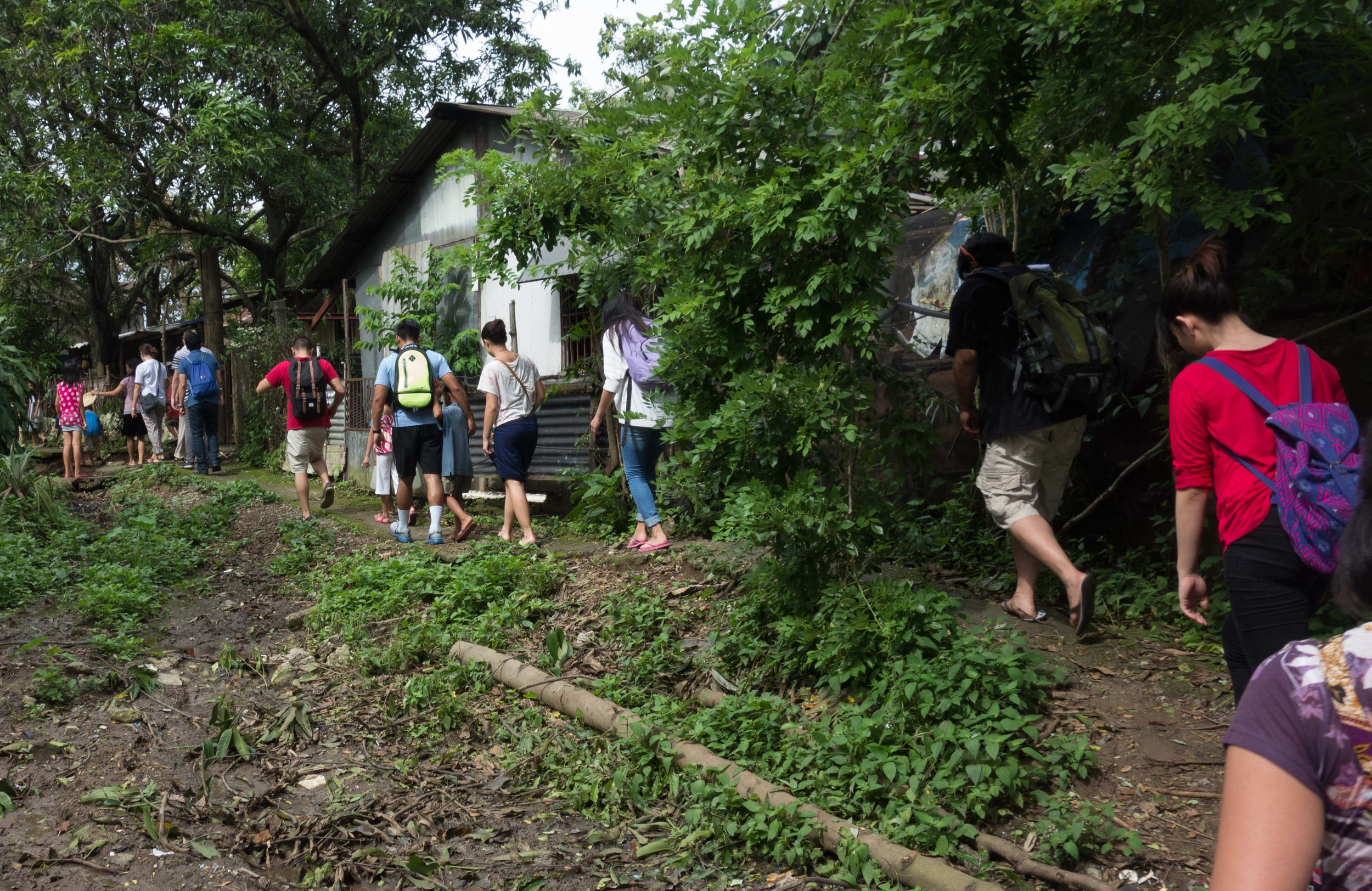 University of San Francisco students take a two week immersion program through the urban and rural communities in the Philippines to get a glimpse of life in extreme poverty. (Photo by Jordan Guingao)