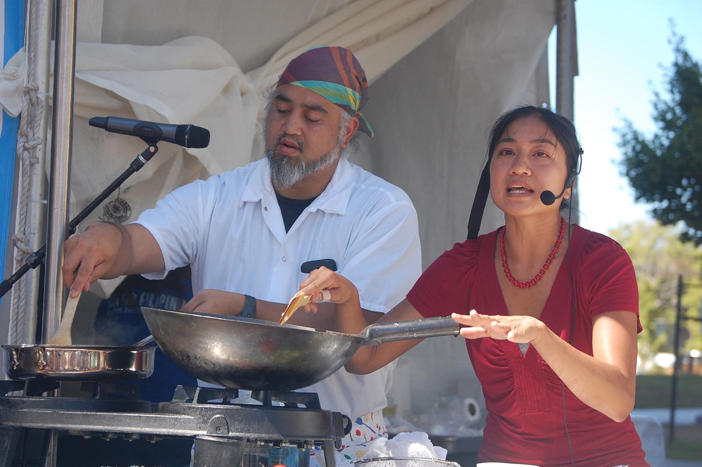 Chefs Dominic Ainza and Aileen Suzara prepare Bicol Express in its original recipe and vegan counterpart (Photo by Raymond Virata)