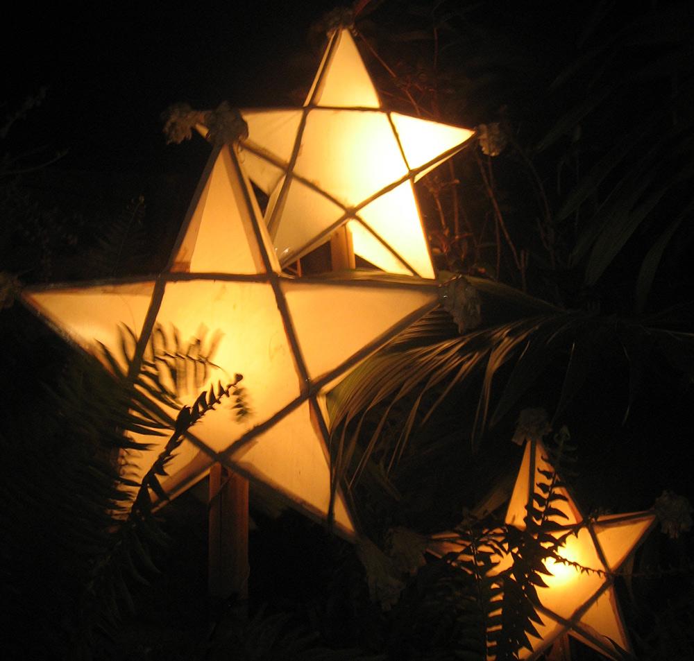 Parols (lanterns) (Source: wikimedia.org)