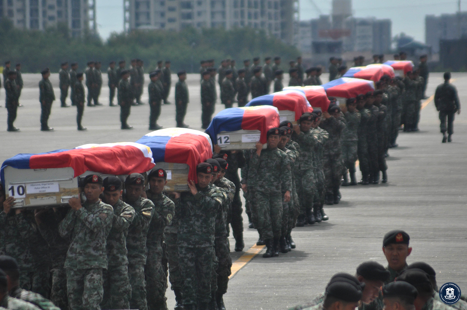 Remains of the 44 Philippine National Police-Special Action Force officers arrive at Villamor Airbase (Source: www.gov.ph)
