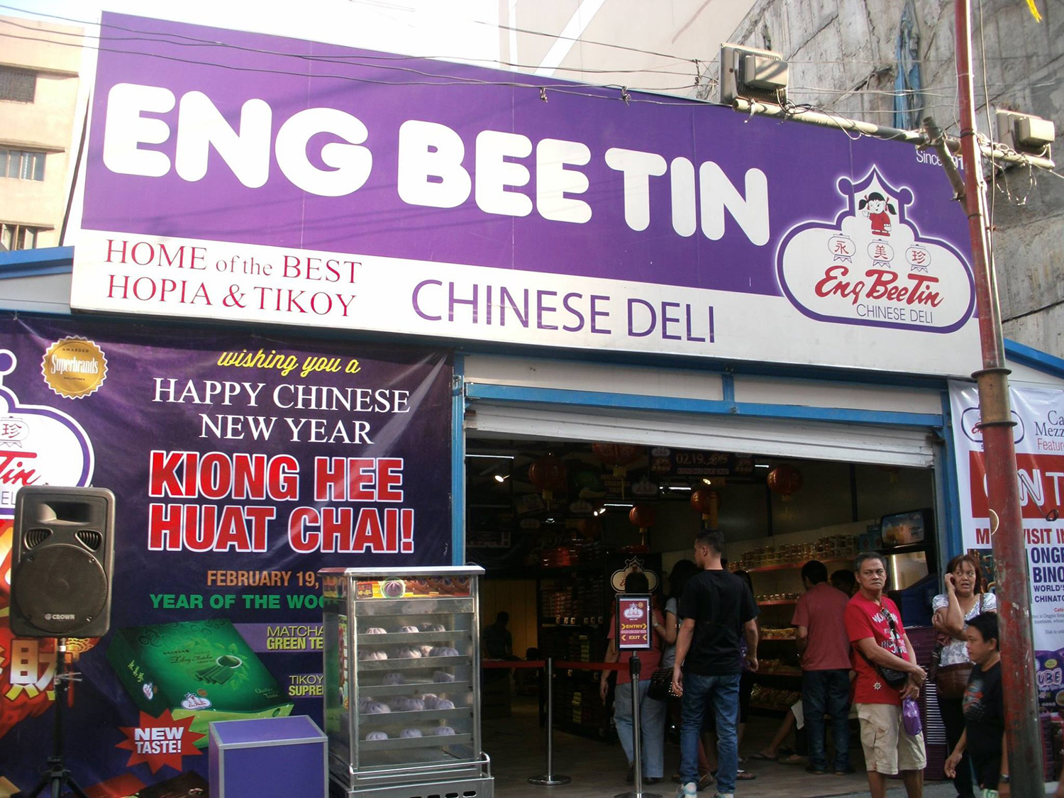 Haven't had enough hopia and tikoy? Eng Bee Tin Chinese Deli (Photo by Tommy Reyes)