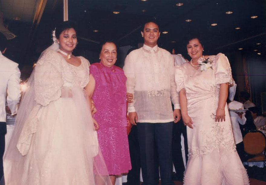 Gloria Y.Nichols at the wedding of her niece Anna Yandoc Aguias Constantino, where she personally attended to the cake made with much detail. (Photoprovided by Maridel Menguito Anama from the Gloria Nichols' family albums)