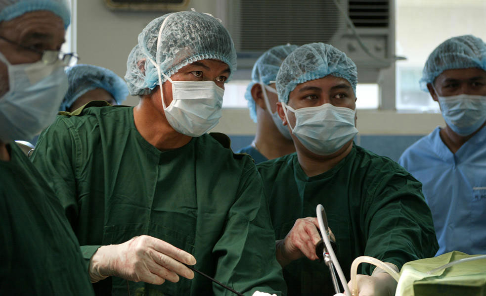 Dr. Peter Bretan (left), 2015 President of PMSNC, in operating room. Dr. Bretan, a transplant surgeon and urologist, led this year's mission and also oversaw the surgical team in Bohol (Source: Life Plant International).