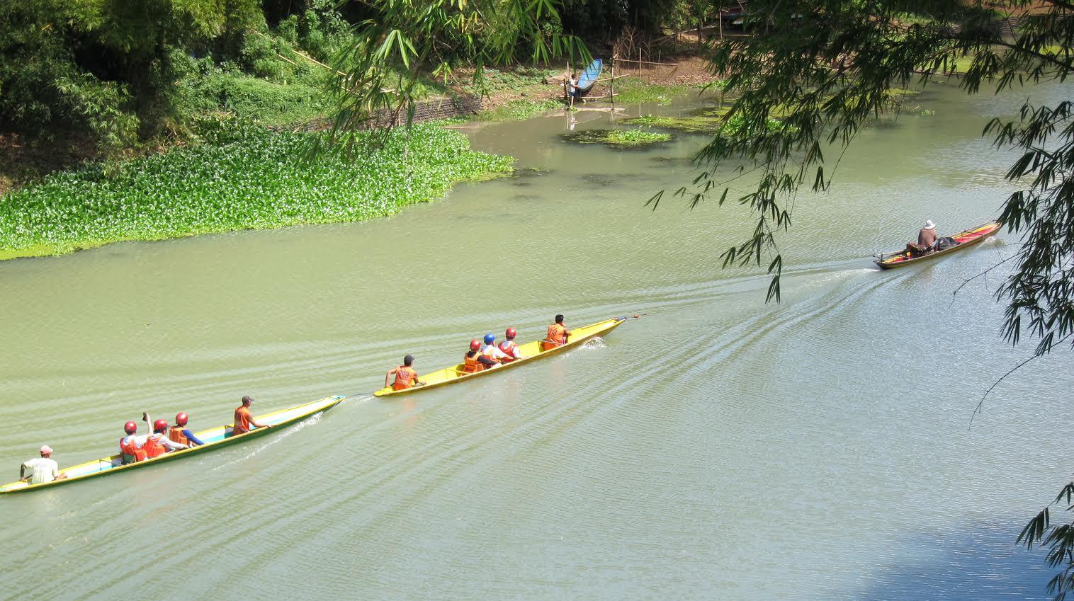 Banca Riders on the Lake