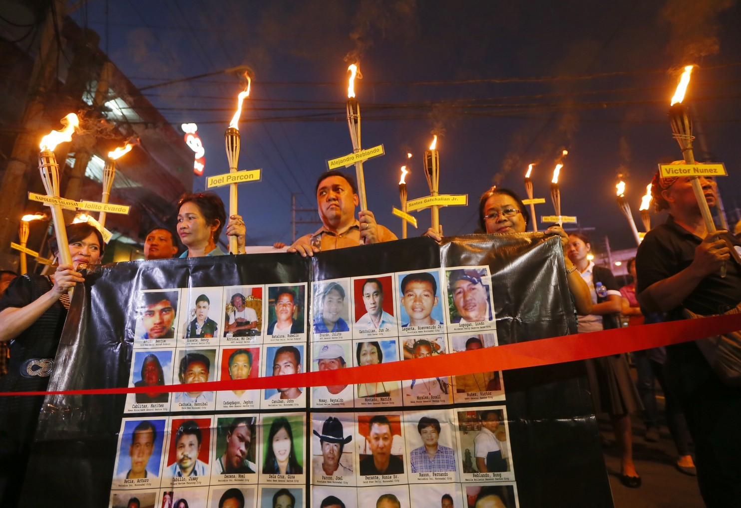 Relatives of the 32 journalists who were killed in Maguindanao province in southern Philippines six years ago, march towards the Presidential Palace last Monday, Nov. 23, 2015. (Source: Washington Post/photo by Bullit Marquez/Associated Press).