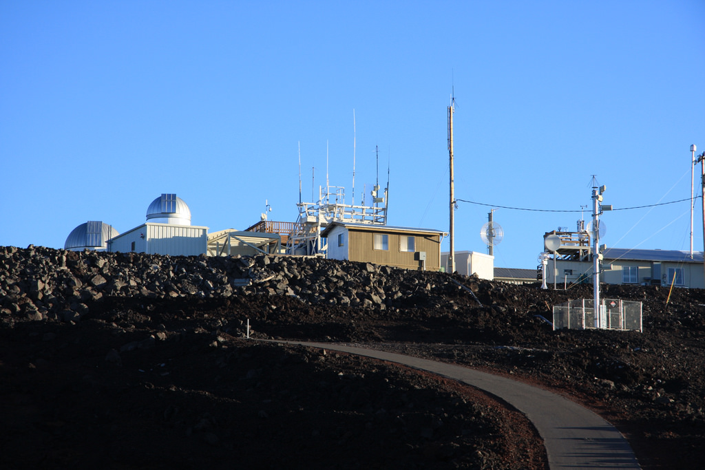 The Mauna Loa Observatory (Photo by Sharloch/ Creative Commons )