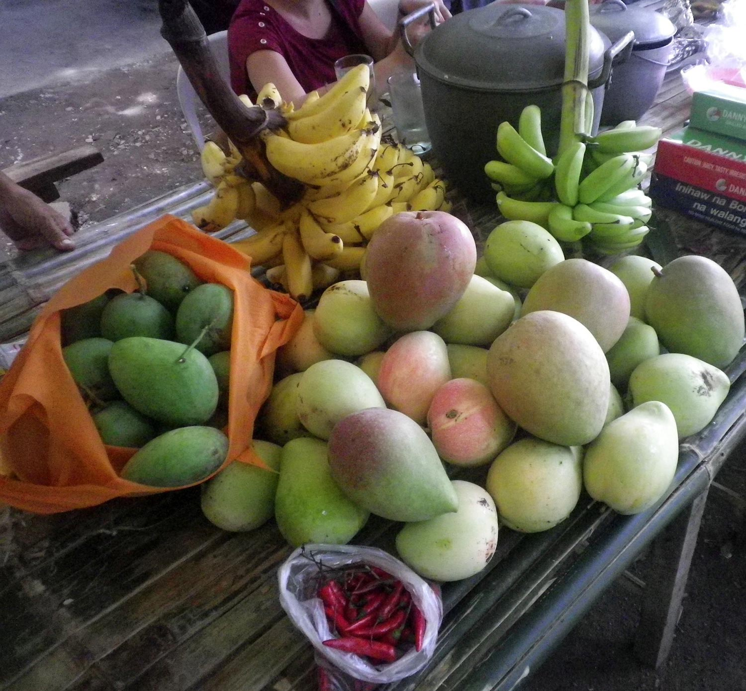 The fertile earth of Cupang continues to yield so many kinds of fruits and vegetables: several varieties of sweet mango and bananas all-year round, and tons of chico in December and January. Over the years, many of the orchards have been displaced by subdivisions, resorts and factories. (Photo by Ed Maranan)