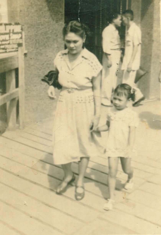 Teresa Manasan-Leynes with her mother Cornelia Fajardo-Manasan in Escolta. (Photo courtesy of Maripi Leynes)