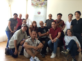 Dimasalang artists with BenCab post-figure drawing session (Photo courtesy of Sandie Gillis)