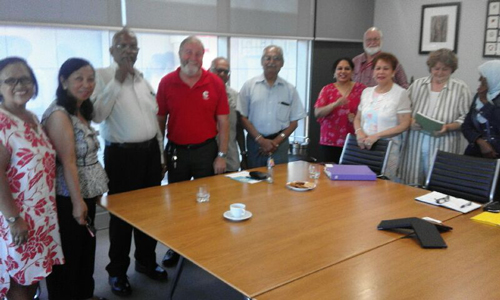 New Cumberland Council Mayor Greg Cummings (in centre, in red t-shirt) met with some ASCON multicultural community leaders led by President Cen Amores (at right, in white dress). Also in picture are APCO Director Glorina Papaianou (left most) and outgoing APCO President Pet Storey and husband Ron.