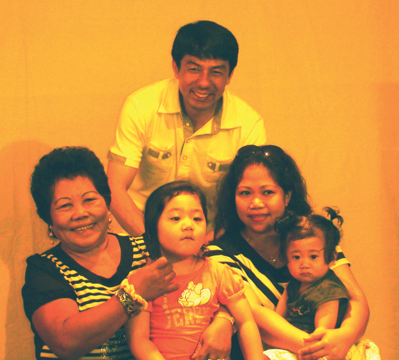 Ester Duzon with mother, husband and kids (Photo by Rochit Tañedo)