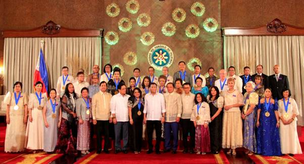 The 2018 PAFIOO Awardees with President Duterte