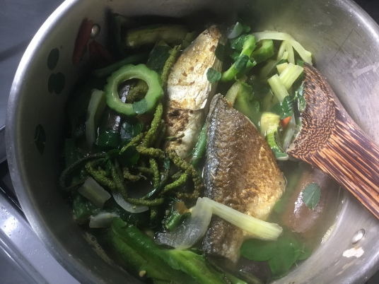 Dinengdeng With Fried Bangus (Photo by Rene Astudillo)