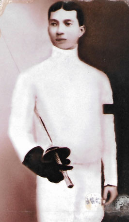 As a young man, Felipe Tempongko studied at the fencing school of the Luna brothers on Iris/Azcarraga streets. He imparted his knowledge of this sport to his younger sister, Elisea, and his daughter, Esther.