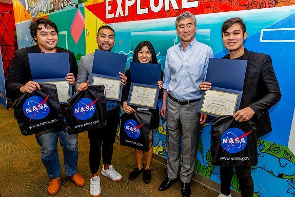 United States Ambassador to the Philippines Sung Kim and the Philippine team that won the 2018 NASA Space Apps Challenge. (Photo courtesy of the United States Embassy, Manila).