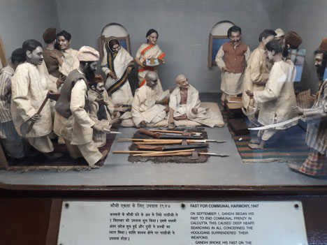 The Fast for Communal Harmony, 1947. The permanent display reminded one very much of the Philippine history diorama exhibited at the Ayala Museum in Makati, except the Ayala dolls and scenes are slightly bigger than these—but equally illustrative.  (Author's personal collection.)